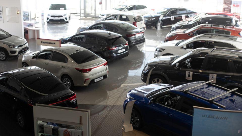 Ажиотаж: в автосалонах Барнаула смели все новые и подержанные автомобили