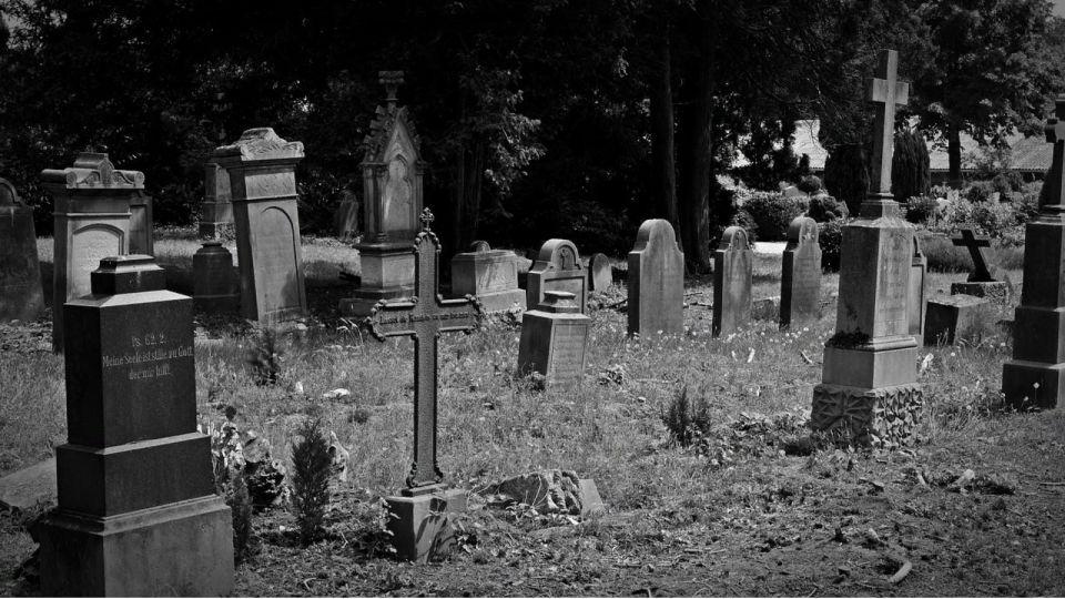 Барнаулец украл оградку с детской могилы и сдал в металлолом