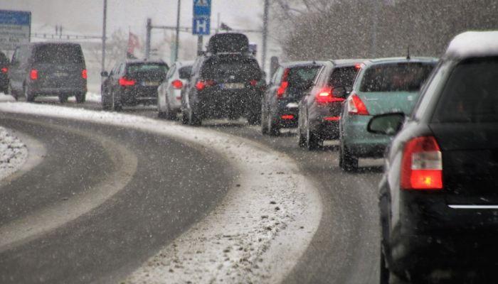 На выходных из-за погодных условий дорожники усилят контроль за трассами Алтая