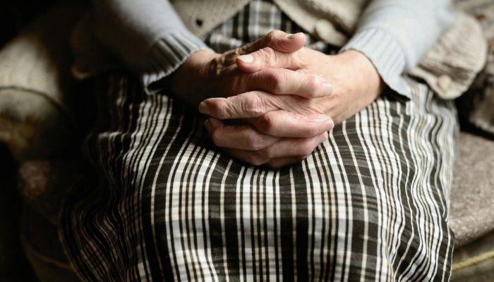 Житель Алтая изнасиловал пенсионерку, отказавшуюся дать ему картошки