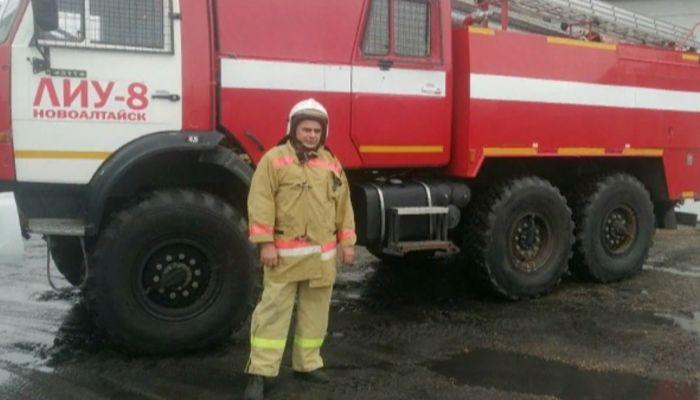 В Новоалтайске сотрудник УФСИН вынес из горящего дома 94-летнюю женщину
