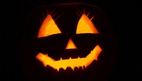 Голова Джека: вырезаем праздничный фонарь на Хэллоуин из тыквы