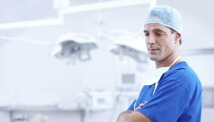 Зарплата от 125: подмосковные инфекционки ждут на работу медиков со всей страны