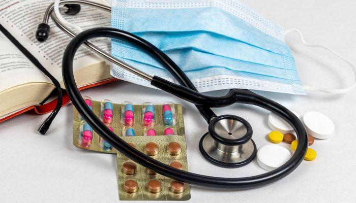 Госдума предлагает бесплатно снабжать лекарствами тех, кто лечится дома