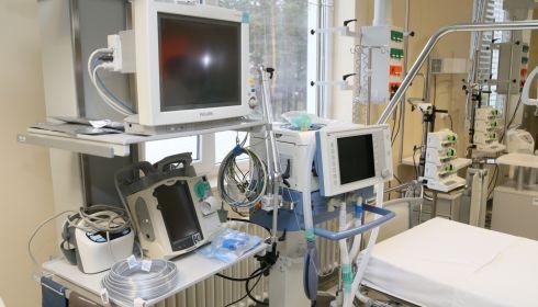 Дышим жабрами: жители умоляют скорые о госпитализации, власти наращивают койки