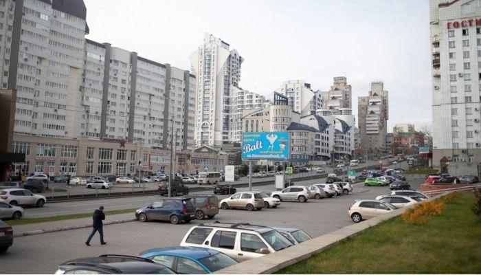 Жители Барнаула с ночи занимают очередь, чтобы поставить машины на учет
