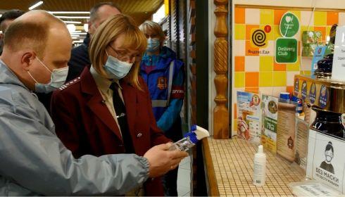 В трех кафе ТЦ Galaxy нашли нарушения антиковидных требований