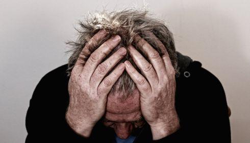 Как распознать симптомы инсульта и что делать для оказания помощи