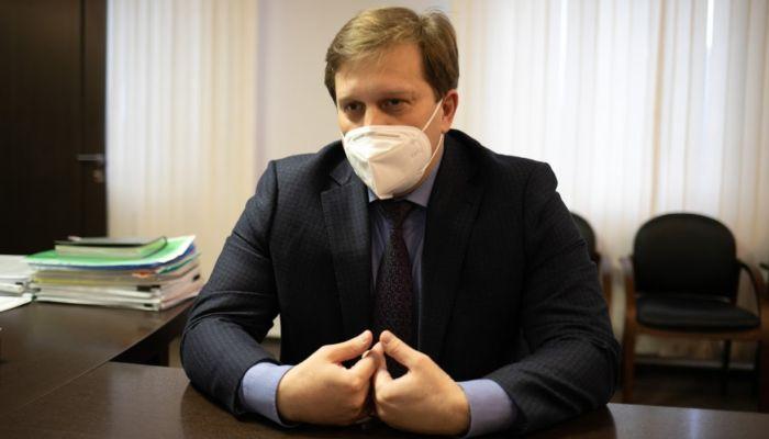 Никого домой не отправили: Попов оценил ситуацию с госпитализацией в Барнауле