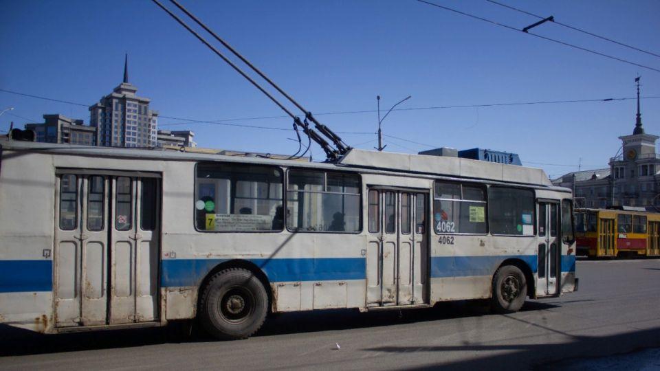 В Барнауле 12-летнего ребенка кондуктор выгнал из троллейбуса