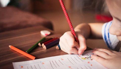 Психолог рассказала, может ли богатое наследство разрушить жизнь ребенка