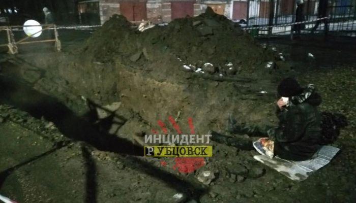 В Рубцовске слабовидящая женщина провалилась в яму