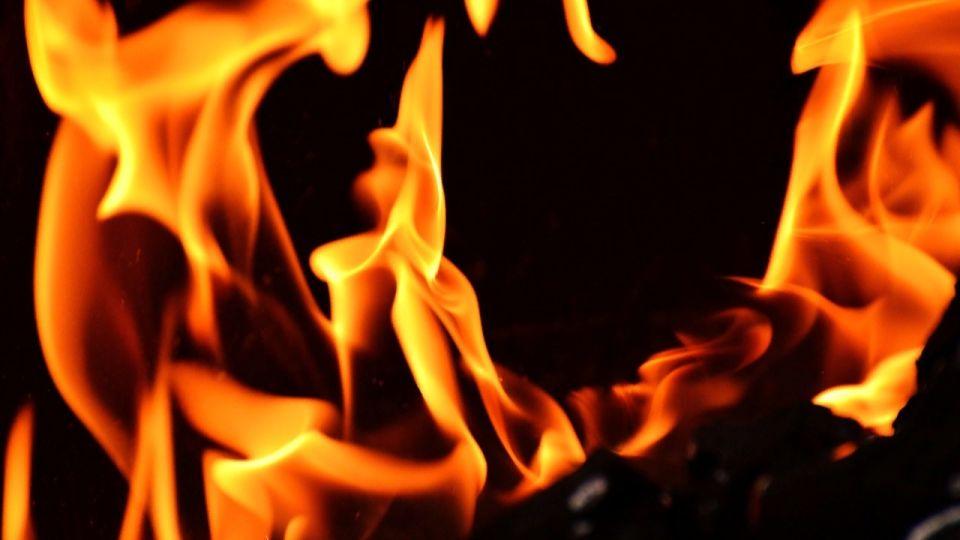 Следователи проверяют, почему погибли люди во время пожара в Новоалтайске