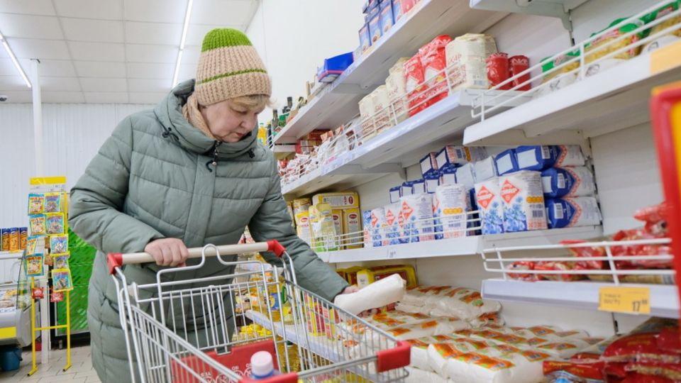 Россияне начали скупать товары и продукты впрок в ожидании нового карантина