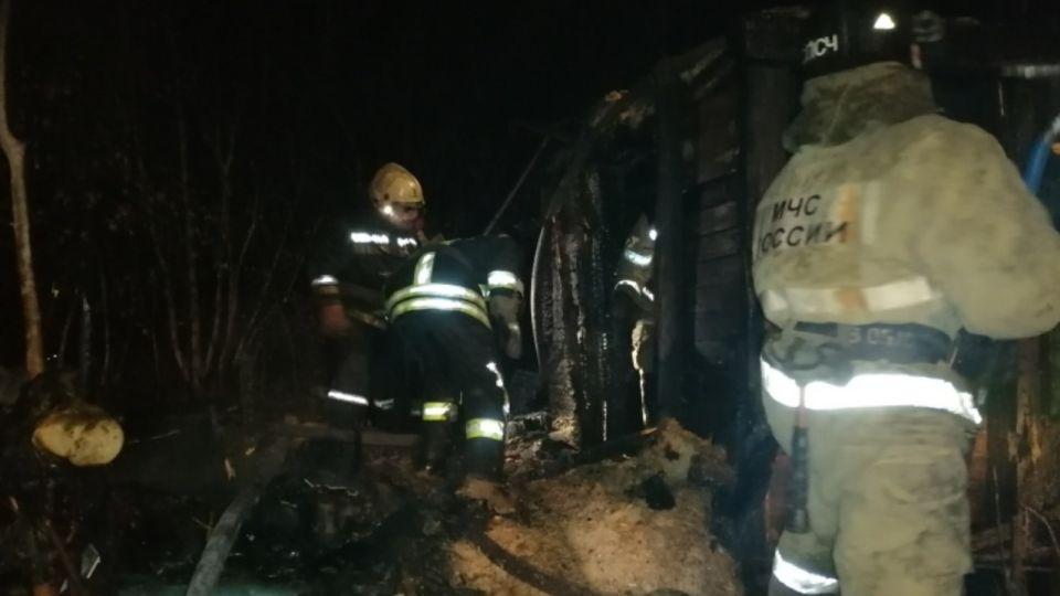 В Барнауле в заброшенном здании при пожаре погибли трое человек