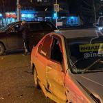 Вылетел на красный: автомобиль устроил ДТП на перекрестке в Барнауле