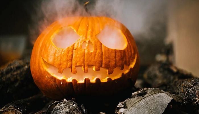 Сменили маски: как барнаульцы отметили Хэллоуин-2020