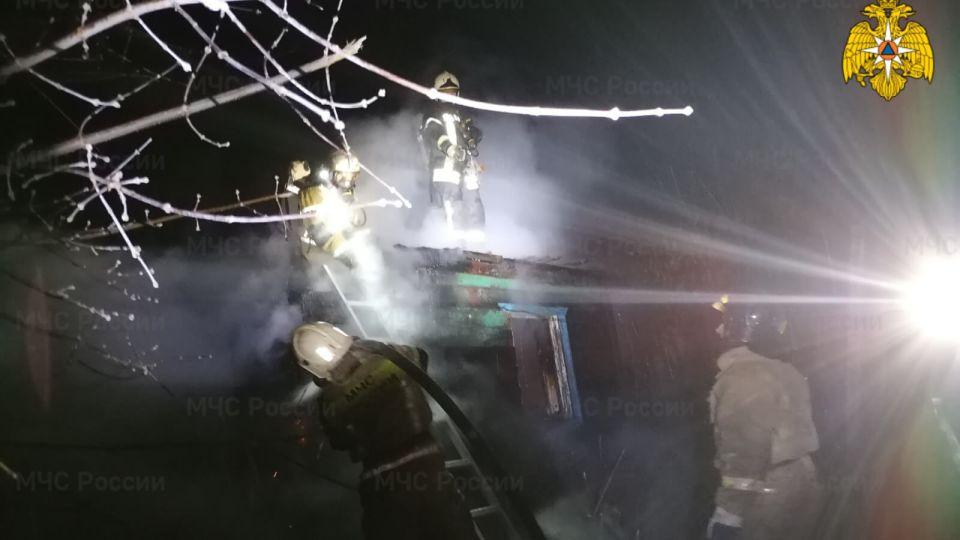 СК возбудил уголовное дело после смерти трех человек на пожаре в Барнауле