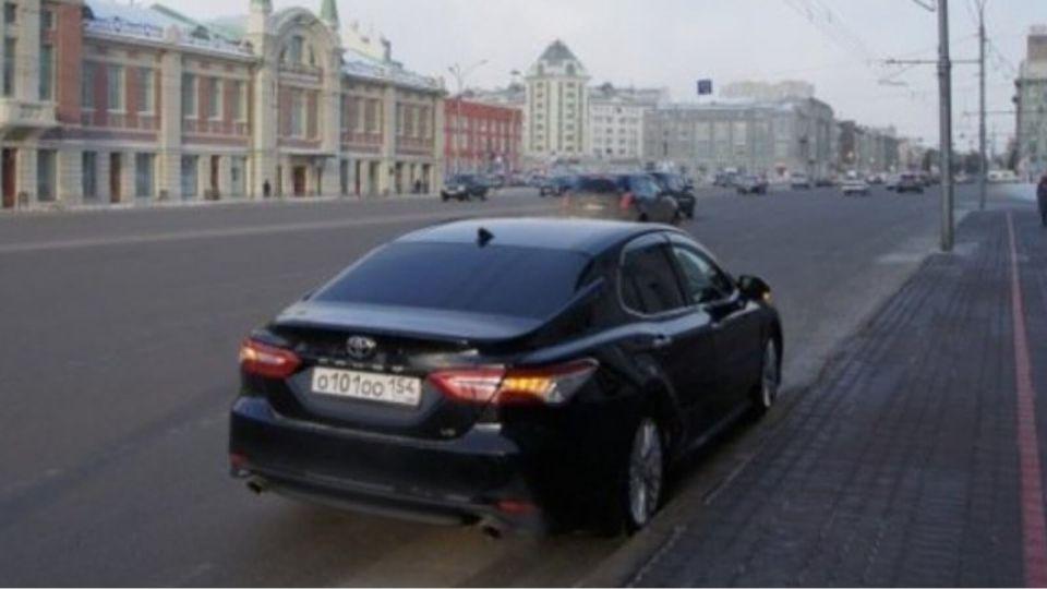 Новосибирская мэрия распродала автомобили бизнес-класса почти даром