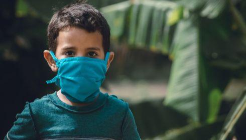 Алтайский врач объяснила, почему детям до 6 лет нельзя носить маски