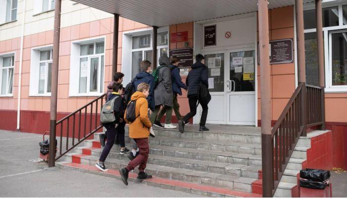 Пять школ в Барнауле вышли с осенних каникул раньше срока