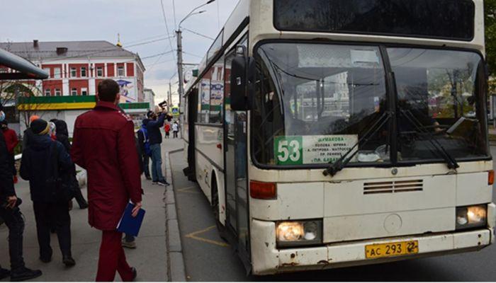 Как в Барнауле проходят рейды по выявлению антимасочников в транспорте
