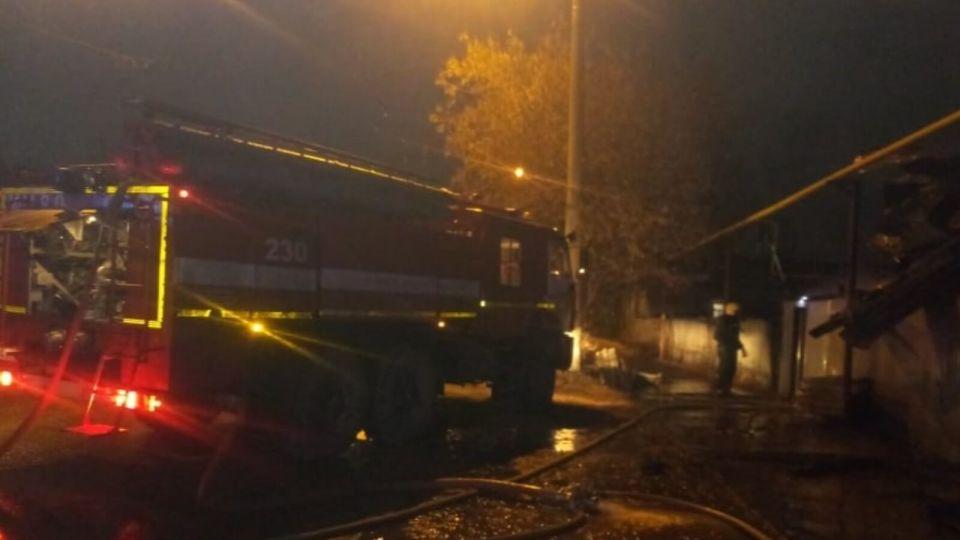 Люди успели выбежать: в МЧС рассказали подробности ночного пожара в Барнауле
