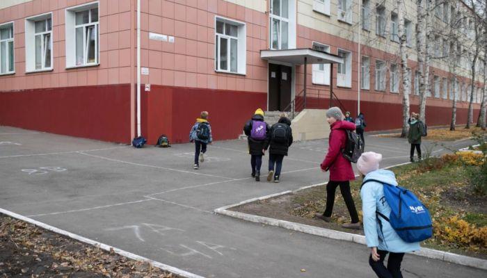 Школьные каникулы продлили в соседних с Алтаем регионах