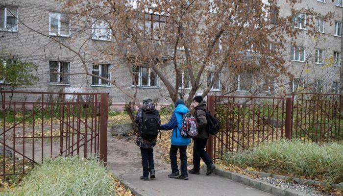 Алтайским школьникам еще на неделю продлили каникулы