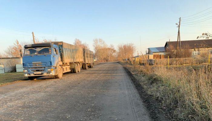 Рушатся дома: жители алтайского села просят избавить их от КамАЗов со свеклой