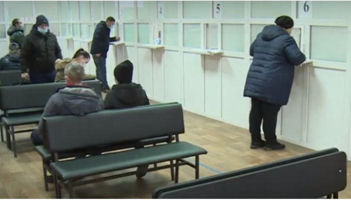 Барнаульцы вновь жалуются на очереди в ГИБДД во время пандемии