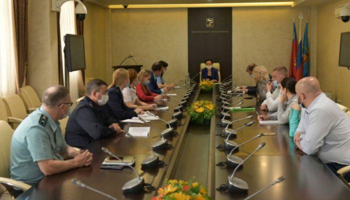 Власти Барнаула снова обсудили сдачу проблемного долгостроя на Ленина