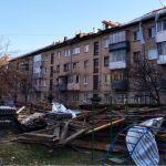 Вскрыли крыши к снегу: почему в Алтайском крае ремонтируют кровли на пороге зимы