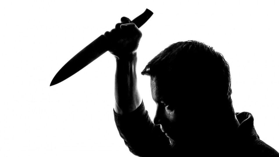 Житель Новоалтайска чуть не зарезал ножом родного брата