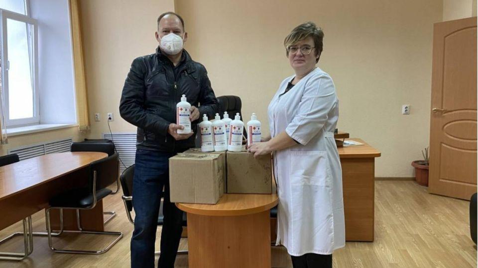 Как алтайские депутаты помогают волонтерам в борьбе с пандемией