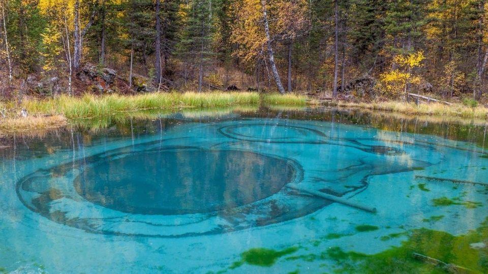 Гейзерное озеро на Алтае предлагают сделать памятником природы