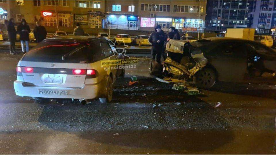 Задержан барнаульский водитель, сбивший ребенка и устроивший массовое ДТП