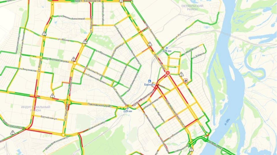 Город стоит: Барнаул сковали девятибалльные пробки