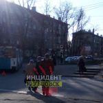 Троллейбус сбил двух пожилых пешеходов в Алтайском крае