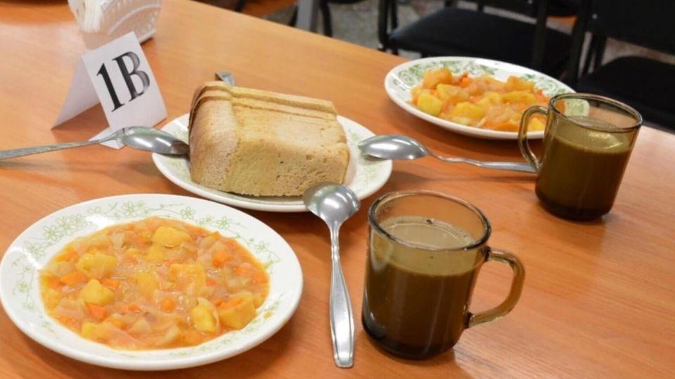 Российских школьников запретят кормить макаронами по-флотски и блинчиками