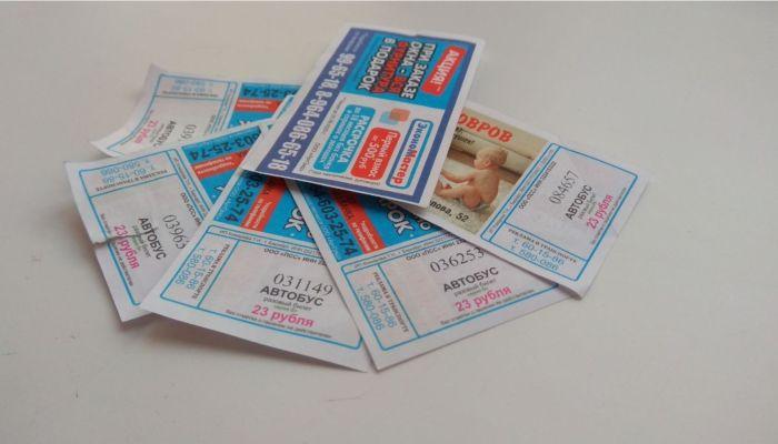В автобусах Барнаула до сих пор, вопреки правилам, выдают старые бумажные билеты