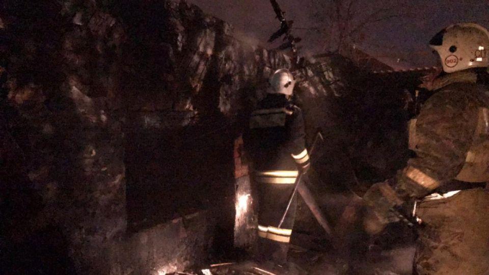Мужчина погиб во время пожара в частном доме в Барнауле