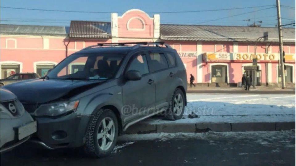 Водитель внедорожника погиб после ДТП в центре Барнаула