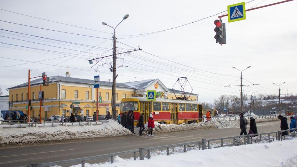 """Лишь бы не """"объедки"""": на Алтае надеются, что из Москвы """"приедут"""" годные трамваи"""