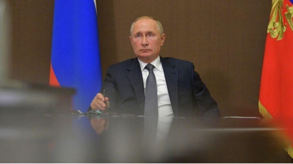 Владимир Путин ликвидировал Роспечать и Россвязь