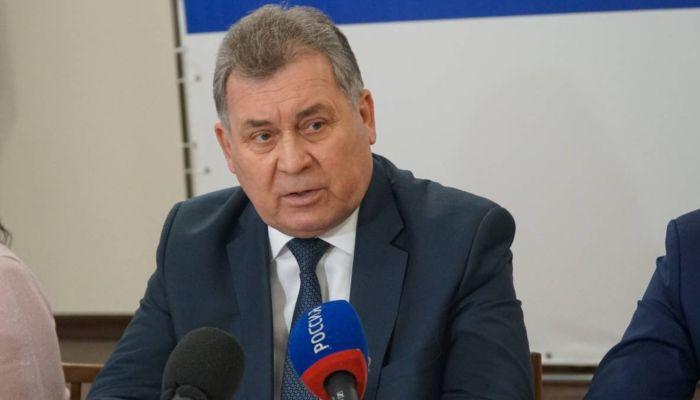 Единороссы застрахуют учителей Алтайского края от заражения коронавирусом