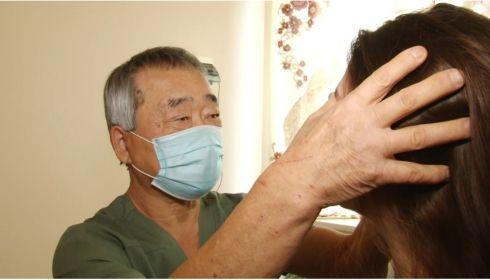 Легендарному детскому хирургу Алтайского края Юрию Тену исполнилось 70 лет