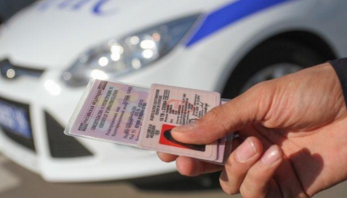 В России утвердили новый вид водительского удостоверения и ПТС