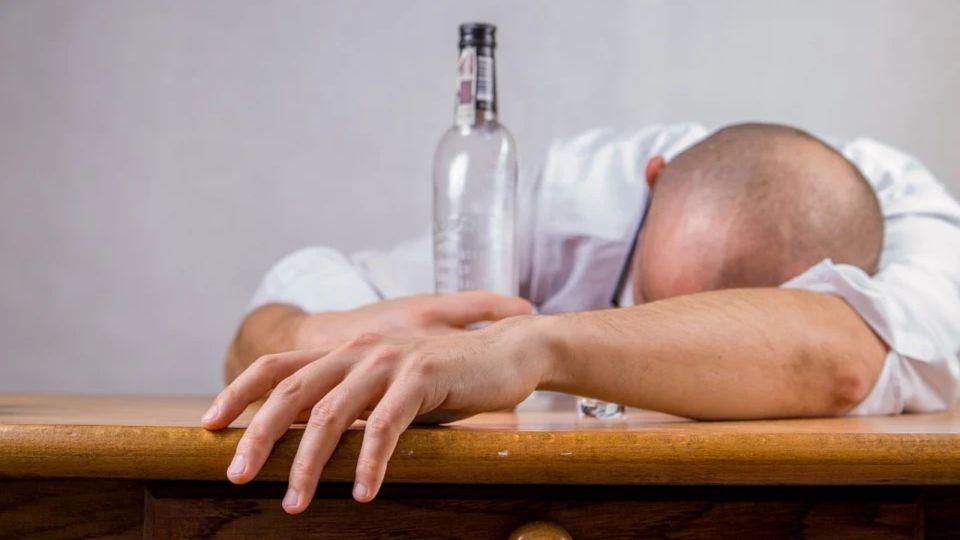 Эксперт рассказал, как избежать алкогольного отравления на Новый год