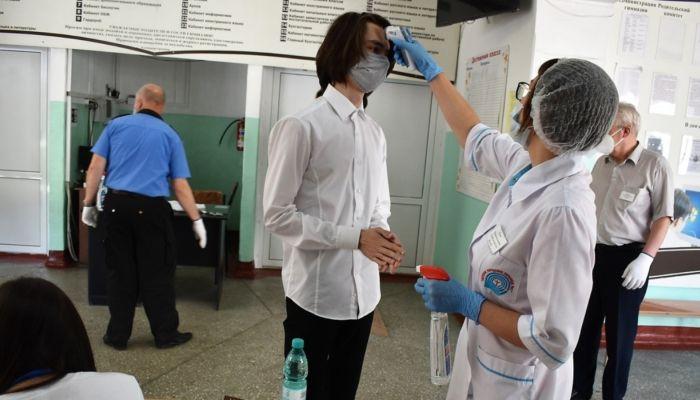 В России решили на год продлить антиковидные ограничения в школах